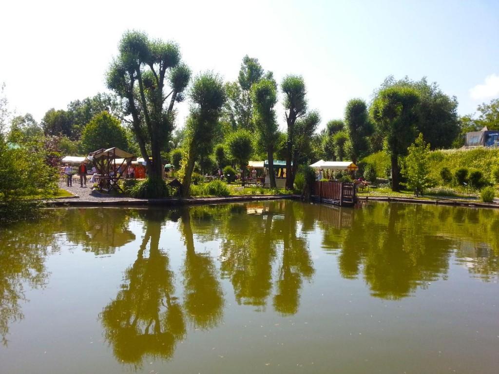 Pogled z druge strani jezerca